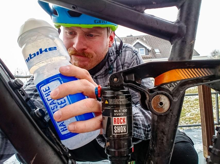 Der einzige Nachteil der des Bottle Twist Systems: Unsere schicke HIBIKE-Trinkflasche passt leider nicht rein. ;-)