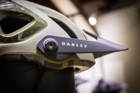 Der neue Oakley DRT5 mit Boa