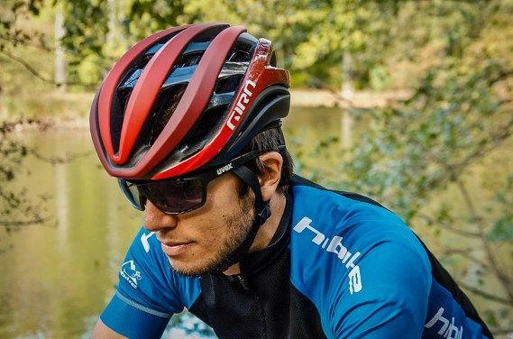 Die Helme von Giro sind bei vielen Fahrern für ihre satte Passform beliebt.