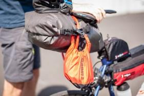 Man kann nie genug Taschen beim Bikepacking dabei haben.