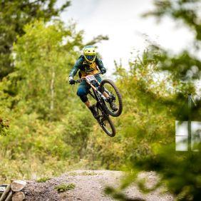 Corner jump und direkt in den Wald