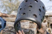 Der Rückenprotektor ist eine flexible Sas-Tec-Platte ist, die sich beim Aufprall verhärtet.