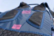 Der Rücken ist gut belüftet durch das Racelite Airflow System, das verhindert, dass der Rucksack direkt am Rücken anliegt.