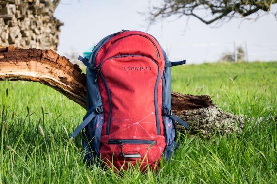 Der Rucksack wirkt sehr groß und wiegt ohne Inhalt (inkl. Protektor) 1,6 kg.