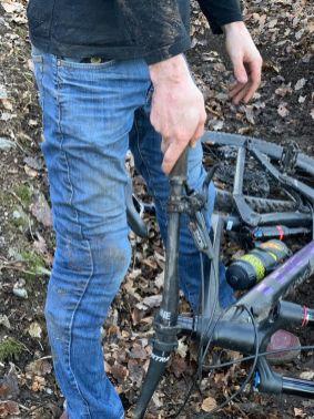 Der Lenkeinschlagsbegrenzer gab nach, die K-Traze AMP Schoner unter der Jeans jedoch nicht!