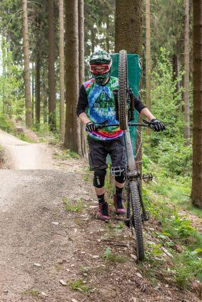 Auch im Bikepark fühlte sich Luca ausreichend geschützt mit den ION K-Traze.