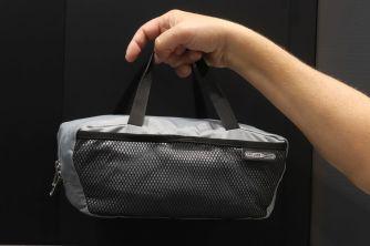 Praktische Trage- & Entnahmegriff an der Einlegetasche