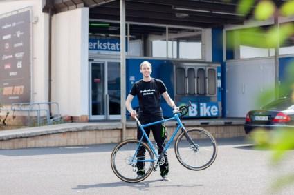 Freude pur - Flo mit seinem selbstgebauten Bike!