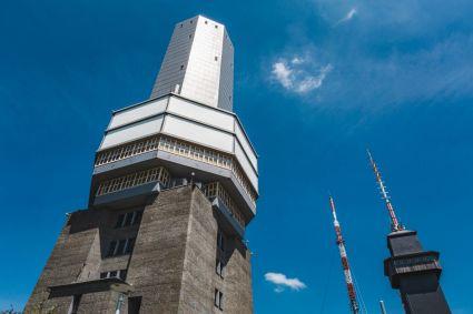 Auch am Feldbergturm ging es auf der Tour vorbei