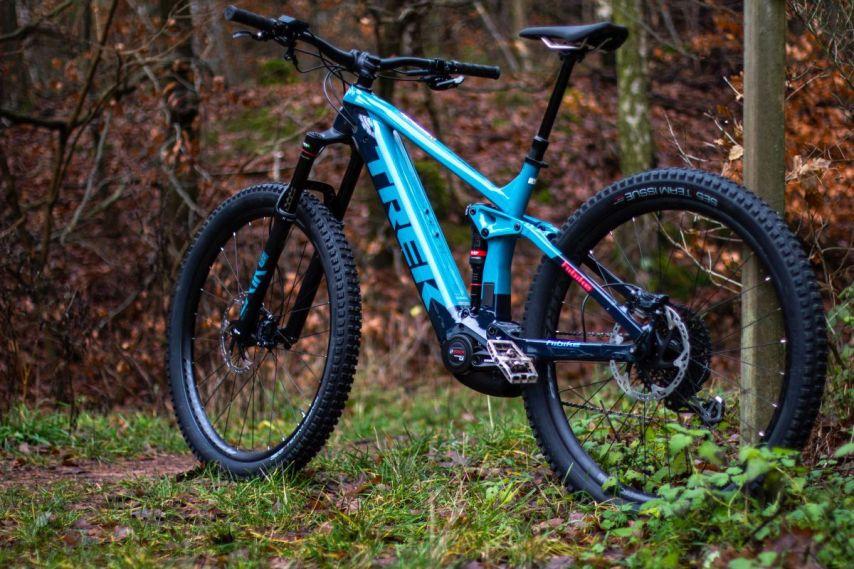 Das Bike wirkt im Vergleich zu früheren E-Bikes weniger aufdringlich, und schon eher wie ein normales Fahrrad.