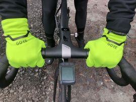 ...bieten die GORE-TEX INFINIUM™ Handschuhe ein natürliches Gefühl am Lenker...