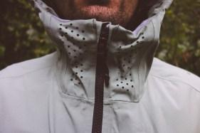 Atmunsaktivität dank viel kleiner Löcher im Halsbereich