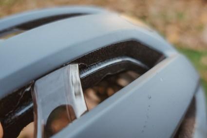 """Hier sieht man deutlich die zwei verschiedenen Helm-Schalen und die """"AURA""""-Verstärkung"""