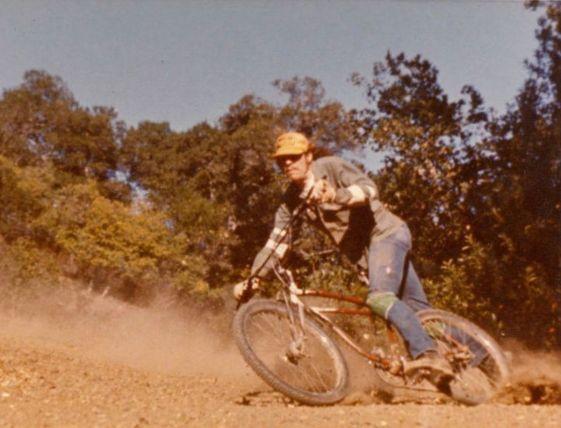Joe Breeze auf seinem umgebauten Beachcruiser! Die Urstunde des Mountainbikes!
