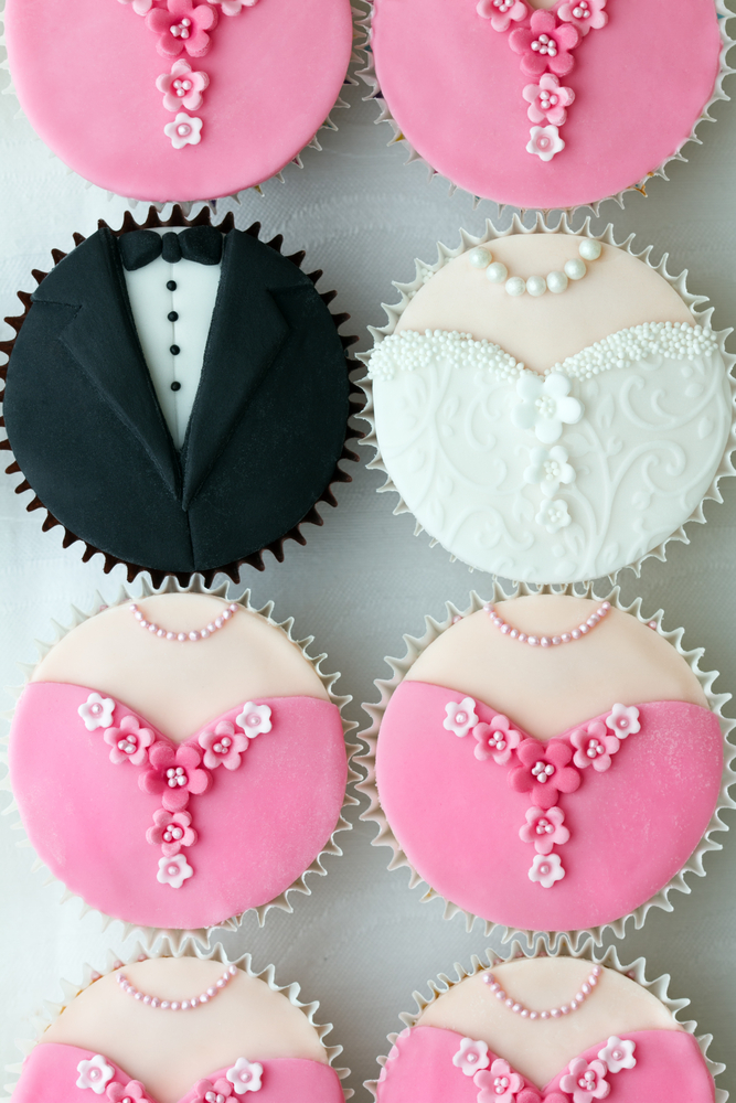 cupcake groom and bride