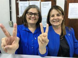 Margareth Diniz, à direita, foi reeleita como reitora