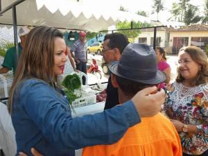 Prefeita Elissandra (DEM), dialogando com os agricultores