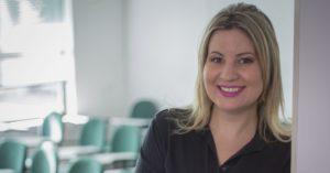 A pedagoga Rafaella Giraldi defende o diálogo como solução para o descontentamento dos pais com a escola