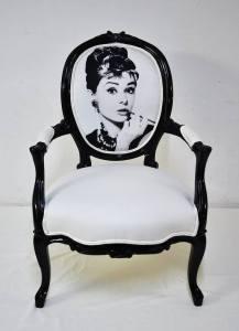 7067_736309253063050_883847125_n cadeira com foto da dona