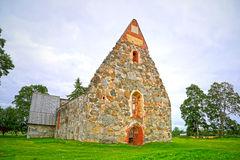 ruína-da-igreja-de-pedra-velha-de-palkane-finlandia-46167960