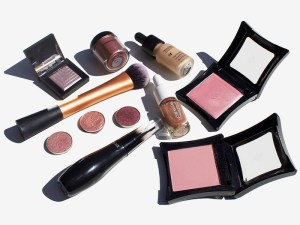 your-fall-makeup-bag-edit-486-thumbnail