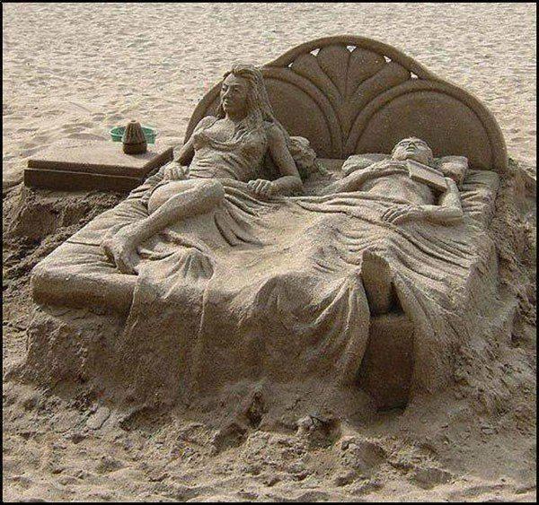 10347079_494121847419339_3183709906530147697_nEsculturas na areia