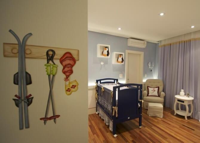 Quarto-de-bebê-menino-com-berço-azul-marinho-Projeto-de-Lucia-Tacla