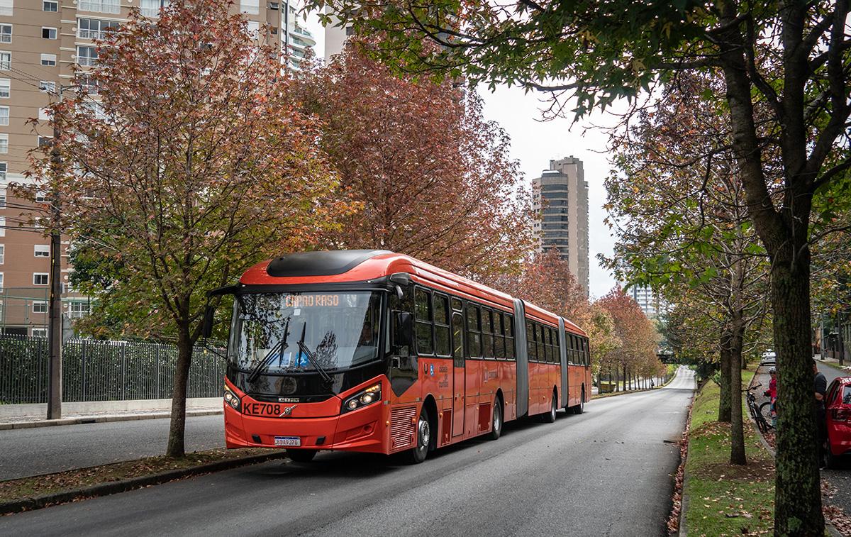 ônibus nas ruas de Curitiba