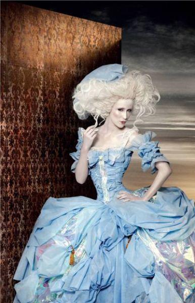 O vestido da Maria Antonieta foi feito com fibra de garrafa pet