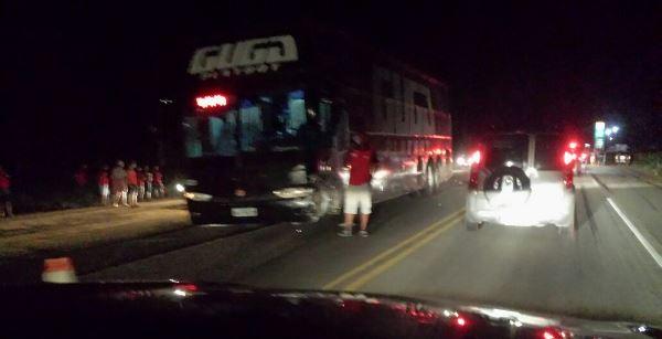 ônibus do Canto Guga Playboy de luxo se envolve em acidente na BR 304