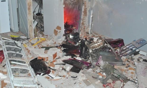 Explosão destruiu por completo terminal bancário