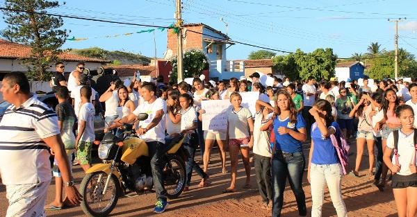 População de Caiçara do Norte vai as ruas clamar por segurança