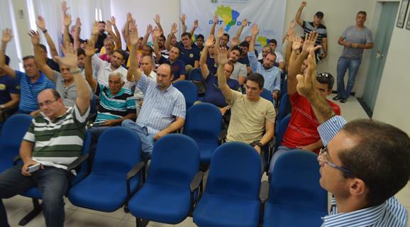 Em assembleia policiais federais aprovam estado de greve