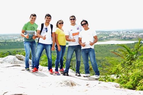 Secretária de Turismo e equipe escalam serra do Torreão