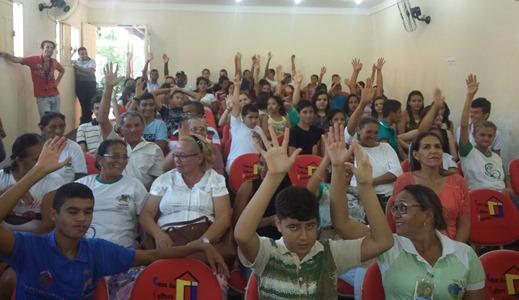 """Essa semana foram realizadas as Conferências Municipais de Juventude de Caiçara do Norte (17/08), São Bento do Norte (17/08), Jandaíra (21/08) e Viçosa (21/08). A Secretaria Extrordinária de Juventude do RN (SEJURN) está auxiliando e acompanhando a realização das Conferências Municipais de Juventude.  As Conferências Municipais de Juventude são um mecanismo de participação popular em debates e avaliações que interferem diretamente no rumo das políticas públicas para este segmento, reconhecendo a sociedade civil como principal ator nesse processo.  Os assuntos discutidos e deliberados nas etapas municipais são levados para a etapa estadual e, posteriormente, para a conferência nacional, marcada para o fim do ano. Os municípios potiguares têm até o dia 07 de setembro deste ano para realizar a Conferência Municipal da Juventude, cujo tema central é """"As várias formas de Mudar o seu Município"""".  A iniciativa é pré-requisito para garantir a presença no encontro estadual, que será realizado este ano, em Natal. As conferências municipais elegem os delegados que vão participar da Conferência Estadual."""
