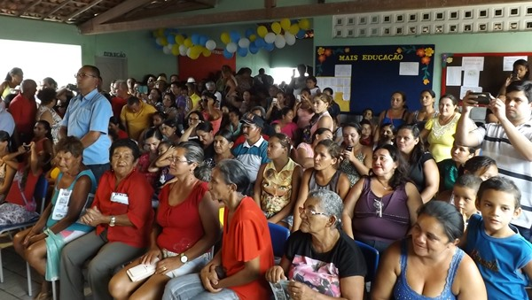 Espaço foi pequeno para abrigar o grande número de populares na Escola Senador João Câmara