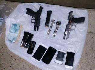 Material recolhido pela polícia durante a operação