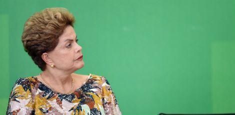 Dilma estuda dar mais ministérios ao PMDB (foto: AFP)