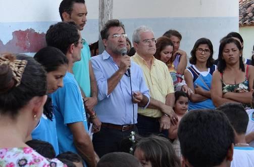 Prefeito Louvado e Secretário de Educação Praxedes participam do evento