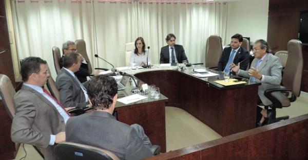 Deputado José Adécio na reunião da CCJ
