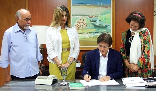 Governador assina convênio com o IDE
