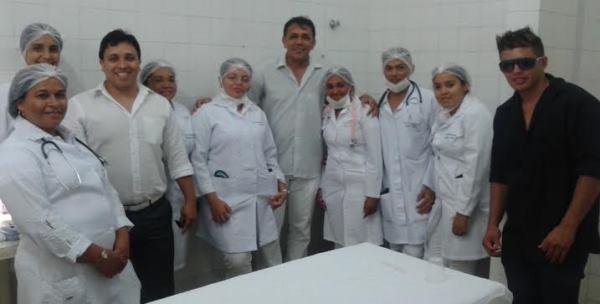 Dr. Carlos André recepcionado pelos profissionais no Hospital Regional