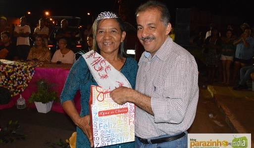 Miss 3ª idade 2015 recebe premiação do prefeito Marquinhos(foto: Parazinho na mídia)