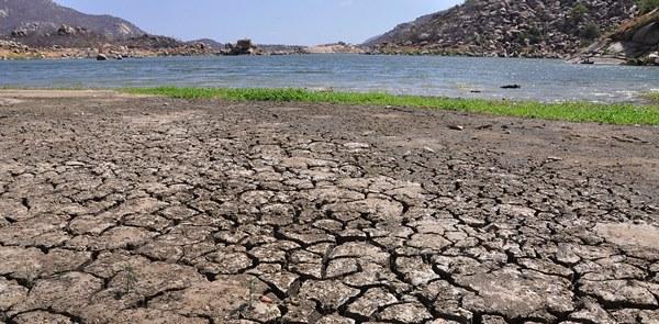 Açudes; Gargalheira em Acari, com pouca agua Açude; Dourado em Currais Novos com pouca água