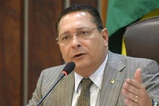 Deputado Ezequiel assume o governo