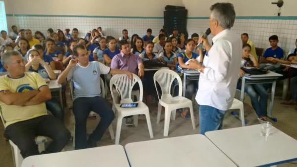Vereador e escritor Aldo Torquato administra palestra no Bittencur