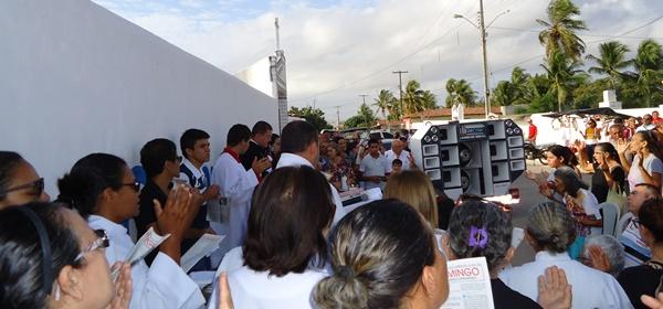 Celebração da missa de finados em frente aos cemitérios de João Câmara