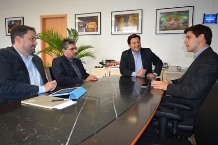 Deputado Rafael Maia em reunião com o prefeito de Recife