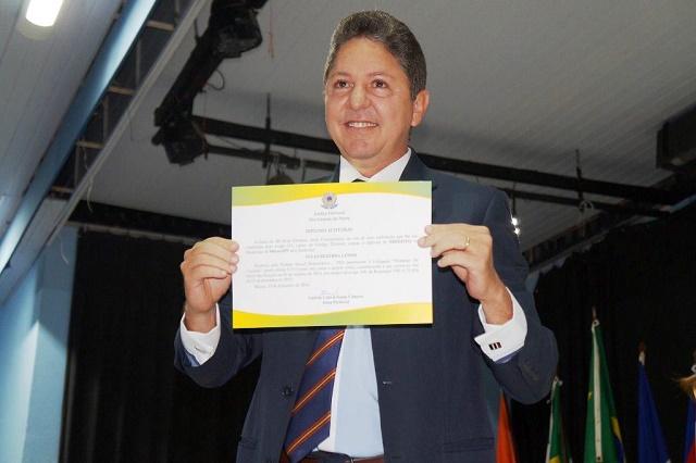 Jornalista Túlio Lemos diplomado prefeito de Macau