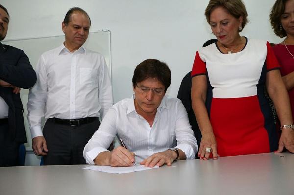 Governador assina convênios para saúde em mossoró